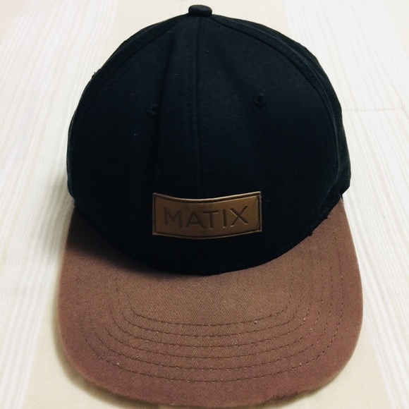 25344e8a2 Men's black/brown matix SnapBack hat. Used.